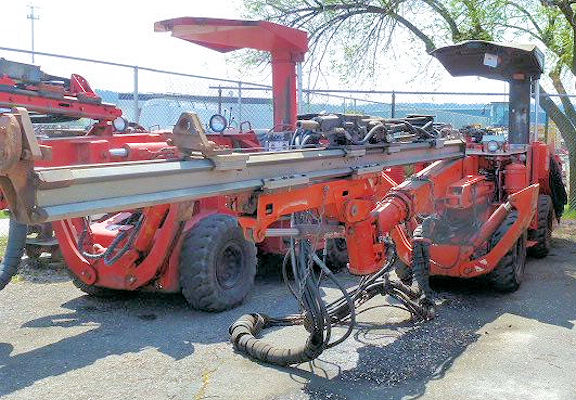 TAMROCK Wolverine 4000 Series Jumbo with 510 Hydraulic Drill