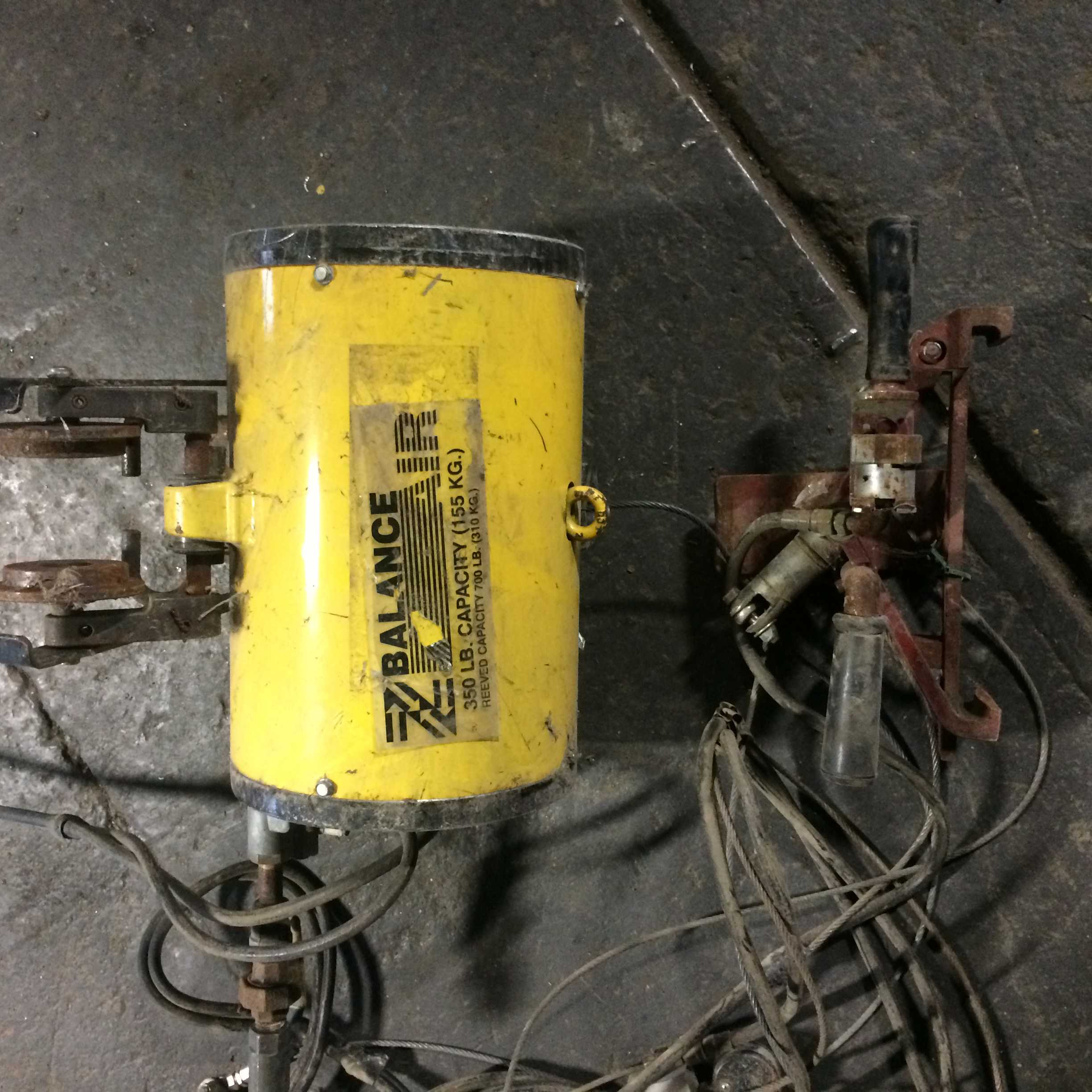 14 Units - Ingersoll Rand Zimmerman Pneumatic Air Balancers, Single Wire Rope Unit, 350 Lb And 250 Lb Hoists