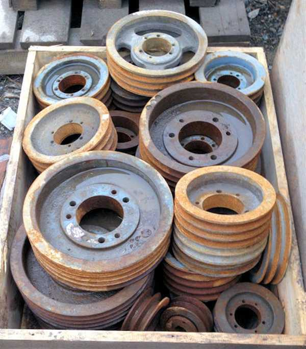 Lot Of Assorted Drive Pulleys For Motors