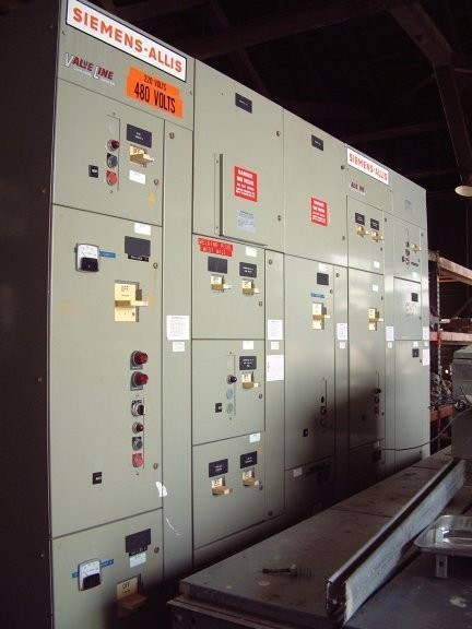 Siemens-allis 480 Volt Motor Control Center Panel With Size 1 And Size 4 Starters And 30 Kva Transformer
