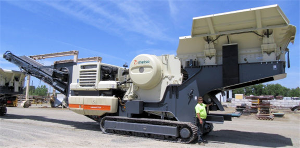 "METSO MINERALS Model LT120 (34"" x 47"") Lokotrack Mobile Jaw Crushing Plant"