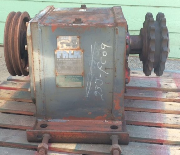 FALK Enclosed Gear Drive, Model # 1070FC2A / 02 Ratio 20.54 In RPM 1750 Output 84