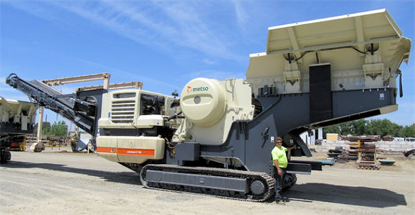 "Metso Lokotrak Lt120, 34"" X 47"" Track Mounted Jaw Crushing Plant"