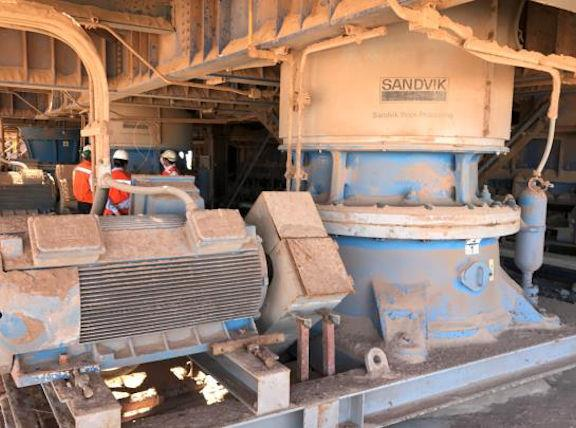 2 Units - SANDVIK Model H6800-MF/B/MF cone crusher tertiary, with motor and electric system and hydraulic system.